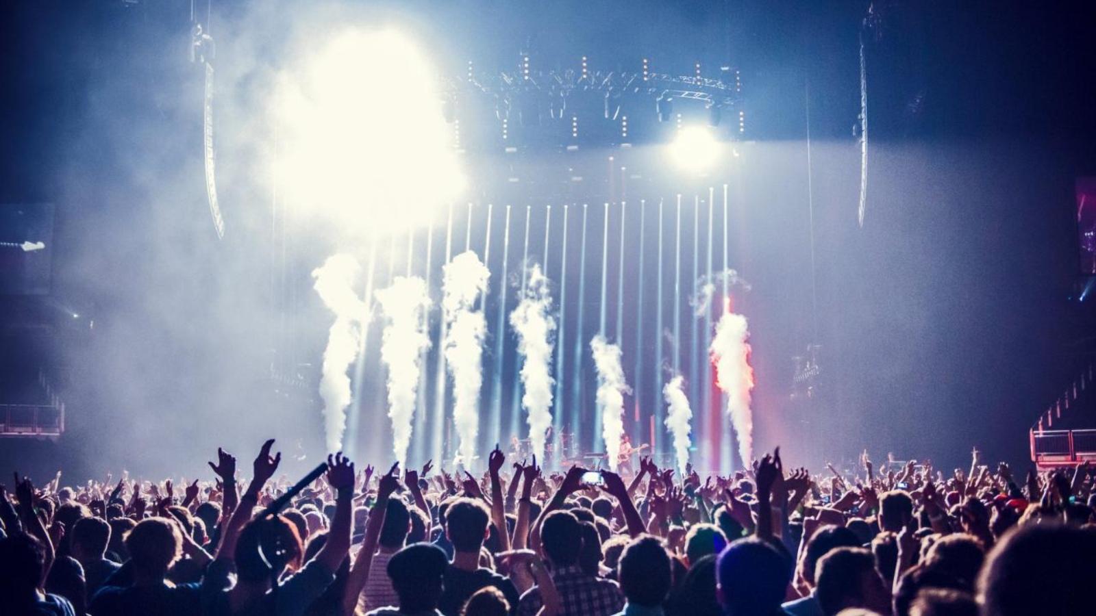 Συναυλίες, κατασκηνώσεις και καζίνο επιστρέφουν στη ζωή μας από τη Δευτέρα