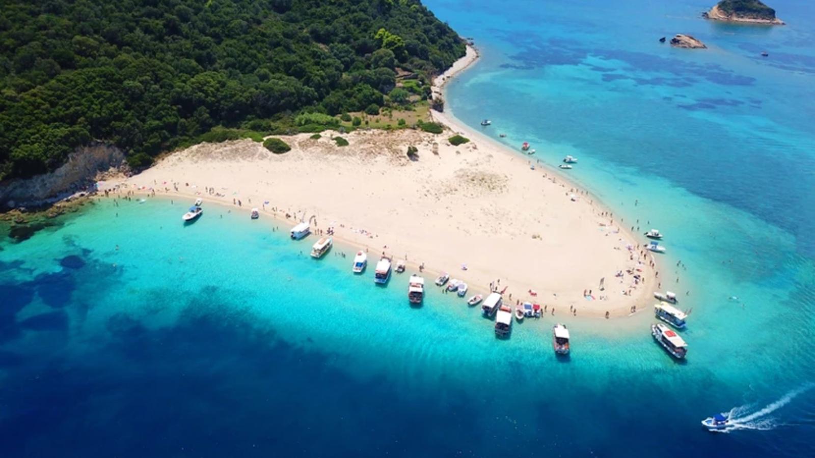 Μαραθονήσι: Το μικροσκοπικό νησί που μοιάζει με εξωτική όαση στο Ιόνιο
